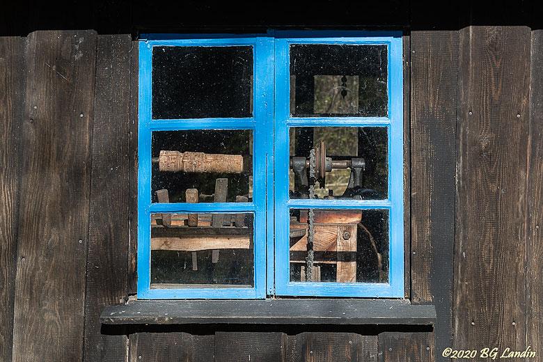 Blå fönsterbågar