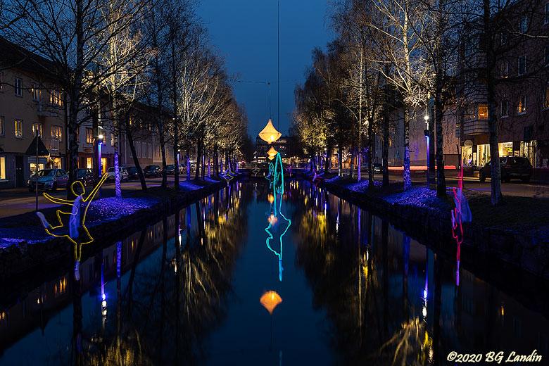 Blålila ljus vid Lillån