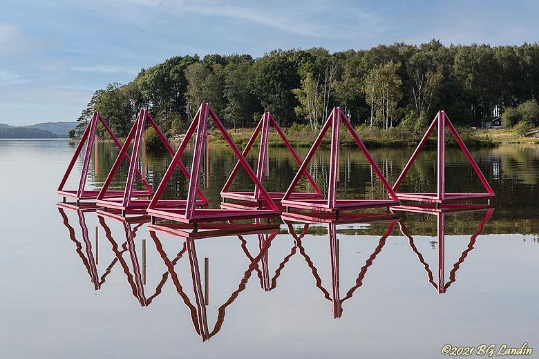 Flamingoskära pyramider i Gallvik