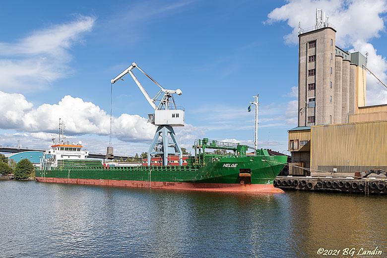 Helge lastar i Vänersborgs hamn