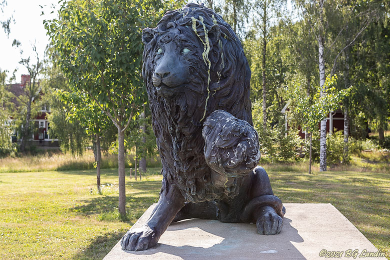 Laura Fords Lion