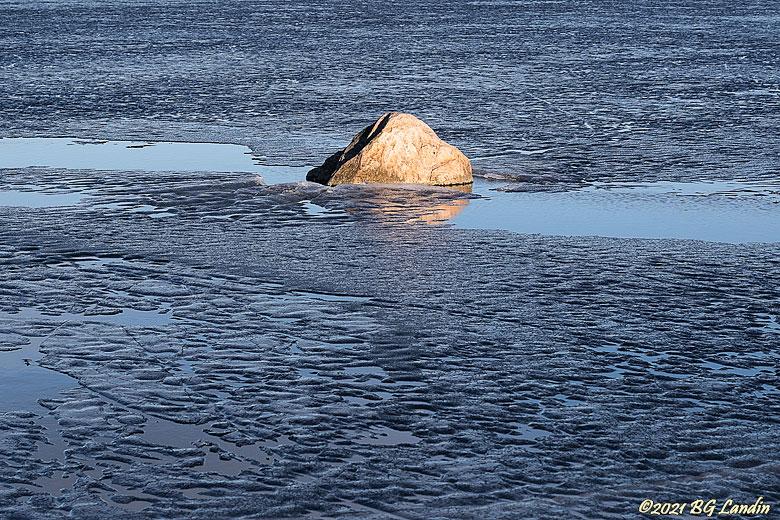 Smältande is på Mjörn