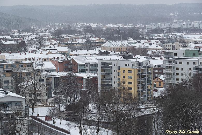 Snöiga hustak i Alingsås