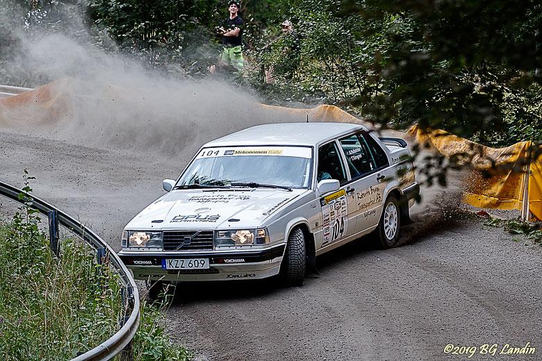 Andreas i en Volvo 940 på SS2
