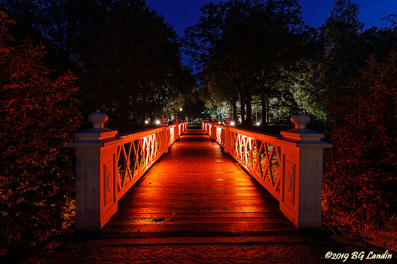 Bridge in red