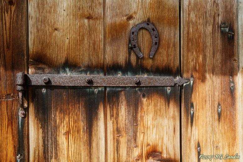Gammal dörr i Bastöna