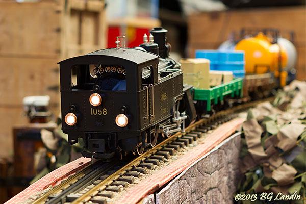 Små tåg inne och stora ute