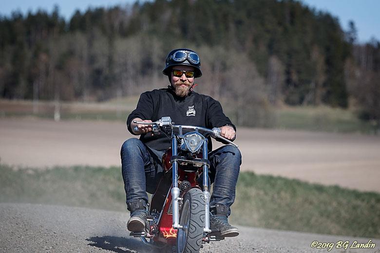 En mopedchopper i ChickenRace