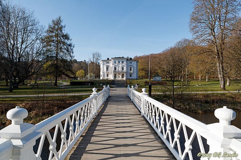 Nolhaga slott och träbro