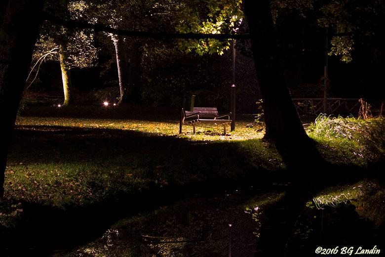 Belyst soffa i Brunnsparken