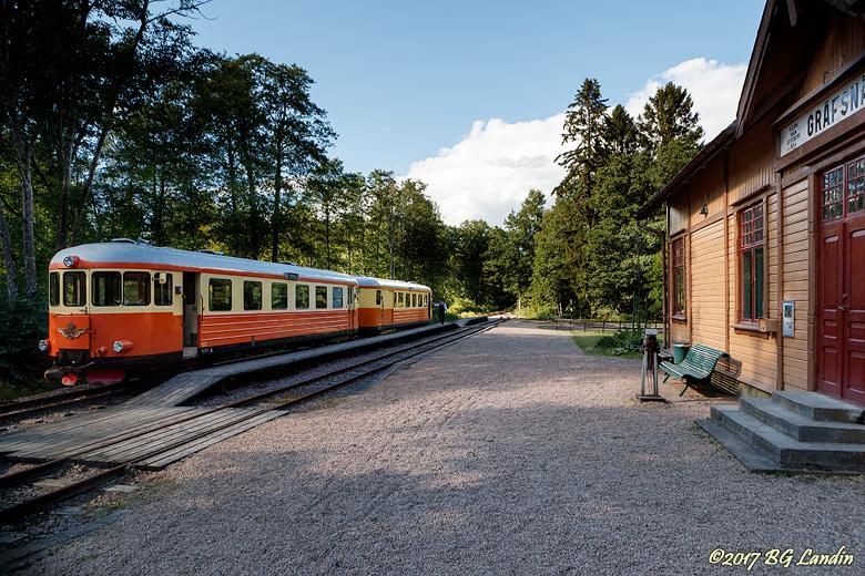 Rälsbussen vid Gräfsnäs station