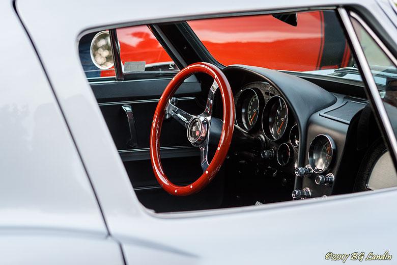 Röd ratt i Corvette