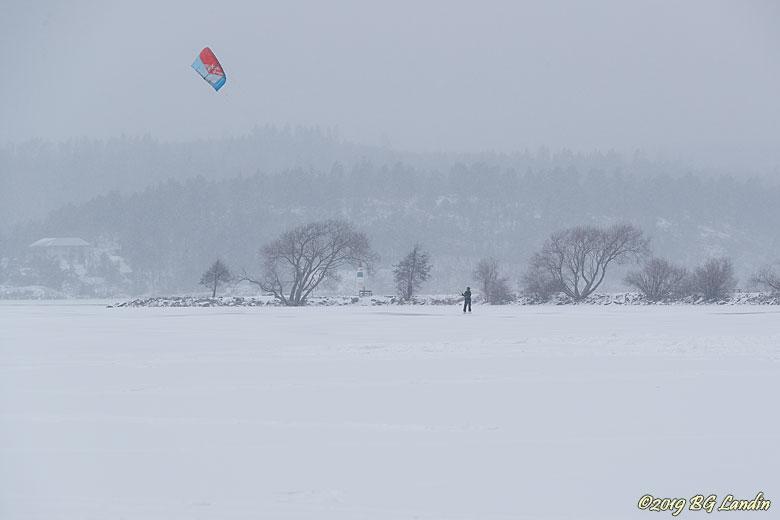 Det snöar över Mjörn