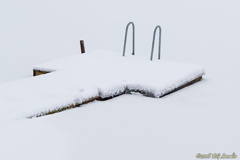 Snömaskerad brygga