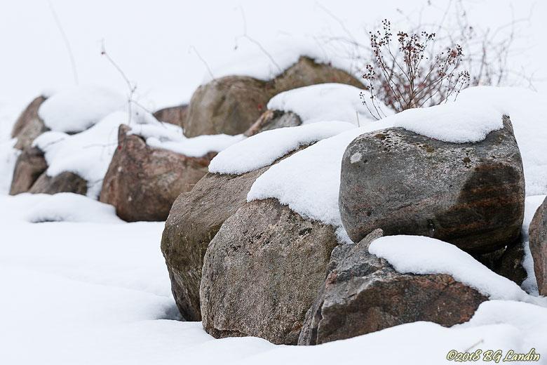Stenar i snö