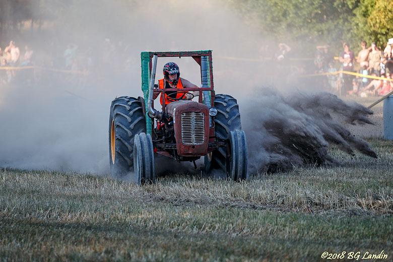 Dammet yr vid Traktorracet