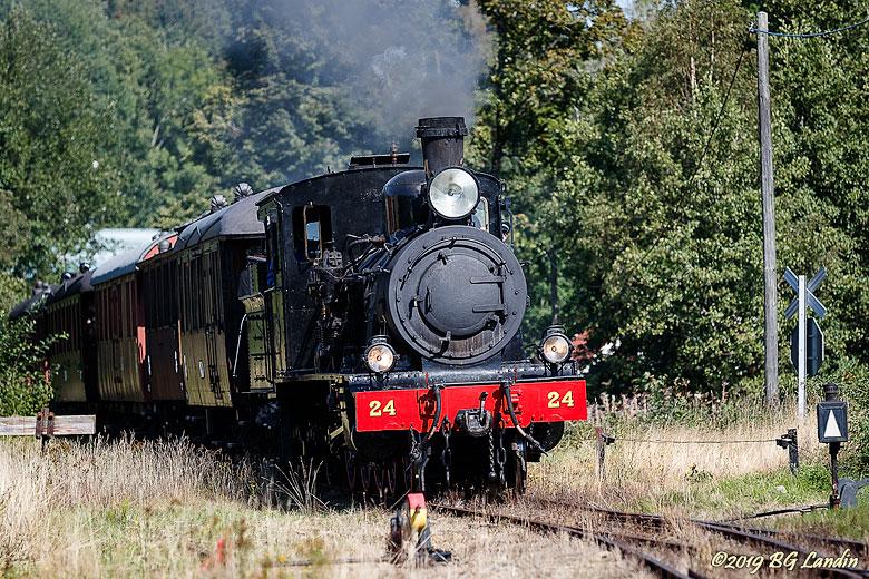 Ångtåget på väg in till Kvarnabo