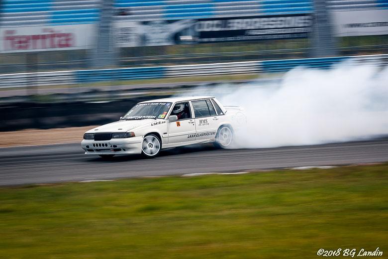 Vit rök från vit Volvo