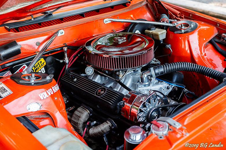 Rejäl motor i Volvo 240