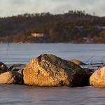 Stenar på Playa Mjörn i kvällsljus